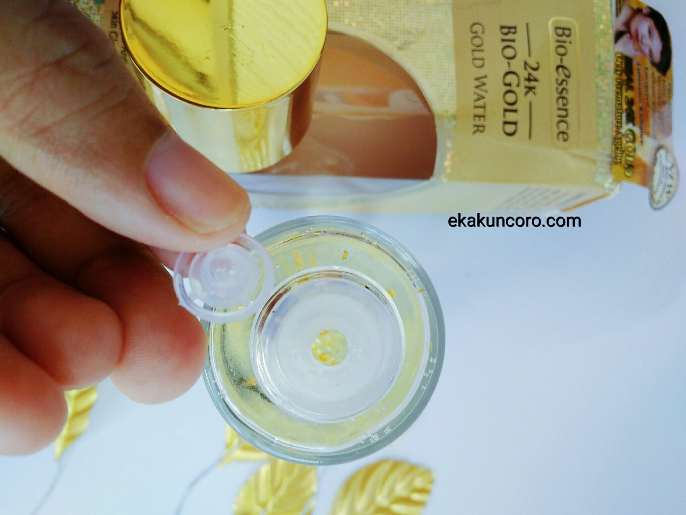 Kemasan Botol BIO-ESSENCE 24K BIO-GOLD GOLD WATER Review Eka-3