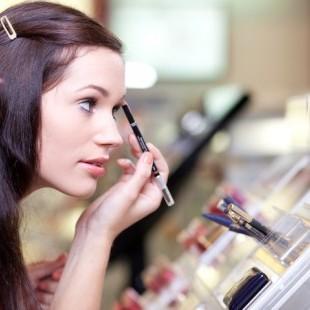 Hindari Alergi Kosmetik dengan Cara Ini